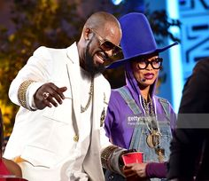 Recording artist R. Kelly and host Erykah Badu performs onstage during the Soul Train line finale at the 2015 Soul Train Music Awards at the Orleans Arena on November 2015 in Las Vegas, Nevada. Train Music, Soul Train, Celebs, Celebrities, Back In The Day, Music Awards, Black Women, Artist, Nevada