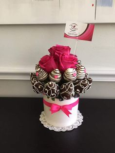 Mothers Day Desserts, Valentine Desserts, Valentines Day Treats, Chocolate Covered Treats, Chocolate Dipped Strawberries, Chocolate Desserts, Strawberry Cake Pops, Chocolate Flowers Bouquet, Fruit Creations