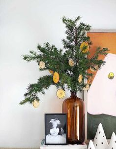 25. Christmas DIY decor: jars of light