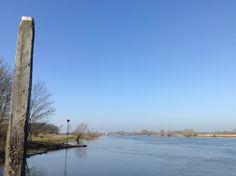 2014-03-09 Uitzicht vanaf het voetveer over de IJssel
