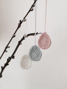 Crochet Gratis, Diy Crochet, Crochet Hooks, Crochet Garland, Crochet Decoration, Crochet Needles, Easter Crochet, Egg Decorating, Chrochet