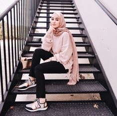 How to Pull Off Sneakers With Hijab Outfit - hijab style Modern Hijab Fashion, Street Hijab Fashion, Hijab Fashion Inspiration, Muslim Fashion, Trendy Fashion, Girl Fashion, Fashion Outfits, Style Fashion, Womens Fashion