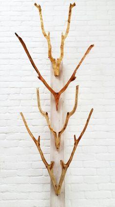 """Geweldige """"totempaal"""" geweien! Geweldiggewei gewei antler wood artwork wall www.geweldiggewei.nl hout Amsterdam takken 4"""