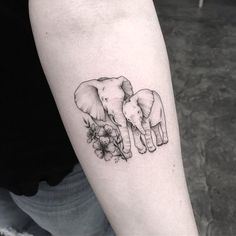 Elephants are super adorable and that's why they make perfect tattoo designs. Here are some of our fave small elephant tattoo designs we guarantee you'll love. Mama Tattoos, Mother Tattoos, Family Tattoos, Leg Tattoos, Body Art Tattoos, Mother Daughter Tattoo, Tattoo Drawings, Tattos, Sleeve Tattoos