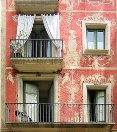 """kiss, kiss!"" - ideal photo-op balcony"