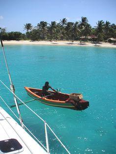 Dans les îles Grenadine ! Iles Grenadines, Boat, Inspiration, Travel, Biblical Inspiration, Dinghy, Boats, Inspirational, Inhalation