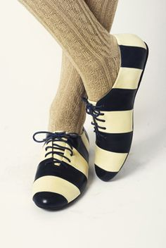 Striped oxfords and sweater tights. Sock Shoes, Cute Shoes, Me Too Shoes, Shoe Boots, Funky Shoes, Zapatos Shoes, Shoes Heels, Oxfords, Style Marin