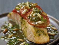 Pavé de saumon à la tomate et au pesto Voir la recette du pavé de saumon à la tomate