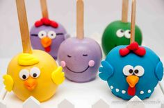bolo no palito                                                                                                                                                      Mais Chocolate Apples, Chocolate Cookies, Caramel Apples, Cake Pops, Carmel Candy, Gourmet Candy Apples, Lolly Cake, Apple Decorations, Bird Cakes