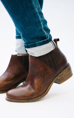 El Toro – Ruthie Grace Brown leather bootie. Classic. Madewell style Walk In My Shoes, Me Too Shoes, Leather Booties, Brown Booties, Sock Shoes, Stylish Outfits, Fashion Forward, Chelsea Boots, Footwear