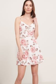 Sunny days are ahead. Fit And Flare Dress with Buttons Frocks, Fit And Flare, Spring Fashion, Cute Outfits, Buttons, Clothes For Women, My Style, Lady, Floral Dresses