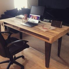 Desk Made From Pallets --- #pallets #palletproject