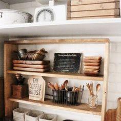 収納しながら飾る、見せられる収納のキッチンに
