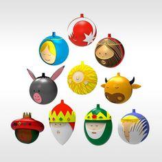 """Marcello Jori van LPWK design ontwierp in 2012 deze glazen kerstballen voor Alessi. Als antwoord op de vraag """"˜wat voegen we toe aan het bestaande aanbod'? kwam Marcello Jori op het idee een serie kerstballen te bedenken die gebaseerd zijn op de traditionele kerststal met kribbe. (de bal en de stal) Al deze kerstballen zijn gemaakt van glas en met de hand beschilderd."""