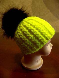 Двойная шапочка с помпоном