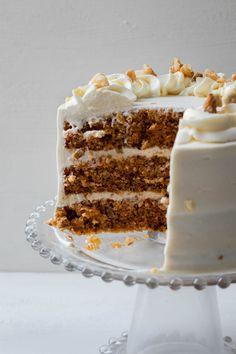 La mejor tarta de zanahoria, muy esponjosa y fácil de hacer. La crema de queso es suave y nada empalagosa, una delicia. American Cake, Carrot Cake, Queso, Vanilla Cake, Tiramisu, Carrots, Cupcakes, Diet, Ethnic Recipes