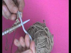 Tutorial para hacer este punto que imita el mimbre. Visitanos en nuestra tienda online de lanas http://www.lacasadelpunto.es/es/ y en nuetro blog http://www....