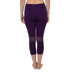 Discover your inner strength in the Discovery Capris! Comes in twilight and black! Cooling mesh panels behind the knee and at the calf will help you run that extra mile :-) #meshpanels #coolingmeshpanels #coolingrunningpants #runningcapri #coresupport #runninggear #workoutclothes #runner #runnergirl #lynxsportswear
