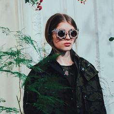 PRE ORDER  // You can now pre-order the @markuslupfer by #LindaFarrow Gallery 'Daisy Shades' online at http://uk.lindafarrow.com/shop/shop-by-designer/markus-lupfer/markus-lupfer-9. #LFAW15 #ML9