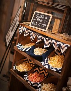 26 Exciting Popcorn Bar Ideas for Your Wedding … - Bar Ideen Wedding Popcorn Bar, Wedding Snacks, Wedding Food Stations, Wedding Catering, Cookie Bar Wedding, Wedding Food Bars, Wedding Party Favors, Wedding Themes, Wedding Tips