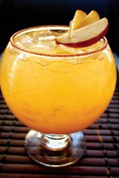 Benihana – Fuji Apple Punch Cocktail – Cocktail Rezepte für den Winter - My CMS Party Drinks, Fun Drinks, Yummy Drinks, Beverages, Pool Drinks, Champagne Cocktail, Cocktail Drinks, Cocktail Recipes, Drink Recipes