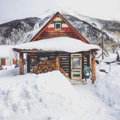 Lots of love for Silverton Colorado. Isn't this the perfect little cabin to cozy up in with a cup of soup?  @mountainmanlifestyle by boulderorganic