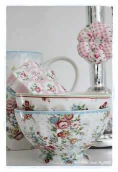 I think these are Kath Kidston. Not sure thought since the original pic caption has been removed.