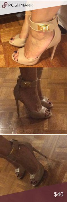 Steve Madden nude Heels Mayven Size 8.5. Gold hardware. Steve Madden Shoes Heels
