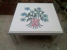 Mesa con flores Stool, Facebook, Table, Furniture, Home Decor, Mesas, Colors, Tables, Home Furnishings