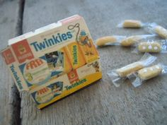 Miniature Twinkies Box and Handmade Twinkies by AMarigoldLife, Mini Craft, Miniature Tutorials, Barbie And Ken, Miniature Food, Small Things, Clay Creations, Cool Items, Doll Houses, Lps