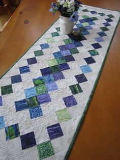 Quilted Table Runner Home Decor Quilted Table Runners Christmas, Table Runner And Placemats, Table Runner Pattern, Quilt Table Runners, Quilting Templates, Quilting Designs, Quilt Design, Quilting Ideas, Quilt Patterns