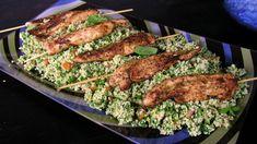 Tabbouleh är så gott att den äts till allt. Tzatziki, Couscous, Meat, Chicken, Food, Bulgur, Meals, Yemek, Buffalo Chicken