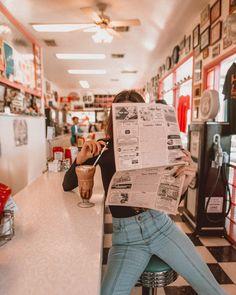 """8,527 curtidas, 76 comentários - Jess Dantas (@jess_dantas) no Instagram: """"Me atualizando das notícias do mundo da forma mais vintage de todas! Quem aí ainda gosta e faz…"""""""