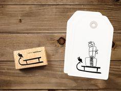 Beim Bepacken dieses Schlittenstempels kann man seiner Kreativität freien Lauf lassen – Egal ob Geschenke draufkommen oder ein anderer unserer Kameraden mit Fred mitfährt, ein Blickfang wird es auf... Diy And Crafts, Paper Crafts, Little Presents, Dena, Apple Tree, Wall Stickers, Bottle Opener, Gift Tags, Stationery