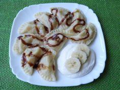 Pierogi z bananami i sosem tiramisu