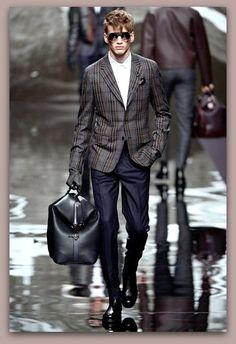 Paris Fashion Week: Louis Vuitton Fall-Winter Men's Ready To Wear 2018 Fashion Week, Fashion Show, Mens Fashion, Fashion Design, Urban Fashion, Paris Fashion, Fall Fashion, Fashion Ideas, Fashion Trends