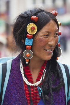 Faces of Tibet # 5 by sk teh, via We Are The World, People Around The World, Pretty People, Beautiful People, Ethnic Dress, Tribal Dress, Asian History, World Of Color, World Cultures