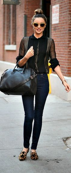 street style Miranda Kerr Givenchy Bag and Leopard Flats Looks Chic, Looks Style, Miranda Kerr Street Style, Miranda Kerr Fashion, Miranda Kerr Outfits, Fashion Moda, Womens Fashion, Style Fashion, Fashion Blogs