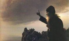Κάπου είχα ακούσει πως καμία προσευχή δεν πάει χαμένη… Κάθε ικεσία που βγαίνει ειλικρινά, γεμάτη δάκρυα, ποτέ δεν χάνεται… Κατευθείαν πηγαίνει στον δικό Του θρόνο. Εκείνος, φίλε μου, πάντα σε κοιτάζει. Όχι βλοσυρά, όχι σαν κακός εκδικητής. Μα σαν στοργικός Πατέρας, έτοιμος να σε σηκώσει αν χτυπήσεις, έτοιμος αν στενοχωρηθείς Mystic, Paths, Religion, Christian, Sunset, Concert, Outdoor, Life, Crosses