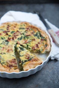 Mushroom And Spinach Quiche Food N, Good Food, Food And Drink, Yummy Food, Quiche Lorraine, Mushroom And Spinach Quiche, College Meals, Dutch Recipes, Buffet