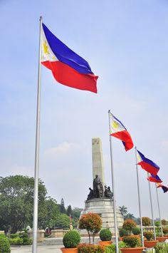 Luneta Park, Philippines Philippine Flag Wallpaper, Places Around The World, Around The Worlds, Rizal Park, Images Wallpaper, Jose Rizal, Baybayin, Bahay Kubo, Filipino Culture