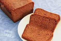 Biszkopt to lekkie ciasto na bazie jajek, cukru i mąki – zwykle pszennej, która dzięki zawartości gumowatego glutenu potrafi ciastu nadać puszystą, podobną do gąbki strukturę.