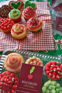 Cupcakes navideños Cupcakes, Strawberry, Fruit, Food, Gastronomia, Pastries, Sweets, Presents, Xmas