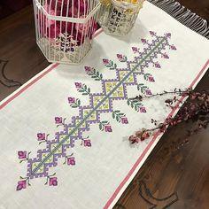 Cross Stitch Borders, Cross Stitch Designs, Dremel Projects, Projects To Try, Bargello, Filet Crochet, Embroidery Art, Pixel Art, Needlework