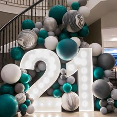 birthday decorations Now that's a statement entrance! 21 Party, Festa Party, Party Time, 21st Bday Ideas, 21st Birthday Decorations, 18th Birthday Party, Birthday Surprise Ideas, 21st Birthday Themes, Balloon Garland