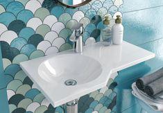Umywalka Excellent BE SPOT to część konceptu aranżacji małej, funkcjonalnej łazienki i razem z parawanem i wanną tworzą dobrze zaprojektowaną łazienkę. Świetnie sprawdzi się w modernistycznych łazienkach nadając świeżości przestrzeni łazienkowej. -------- #excellent #budowadomu #lavatory #umywalka #umywalki #ceramiczna #inspiration #lazienki #inspiracjelazienkowe #modernbathroom #budowadomu #budowadomutrwa #bathdesign #showerdesign #interior #projektdomu Sink, Interior, Blog, Inspiration, Home Decor, Sink Tops, Biblical Inspiration, Vessel Sink, Decoration Home