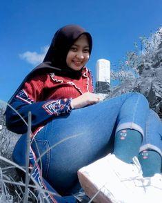 Arab Girls Hijab, Girl Hijab, Muslim Girls, Casual Hijab Outfit, Hijab Chic, Beautiful Muslim Women, Beautiful Hijab, Arabian Beauty Women, Hijab Jeans