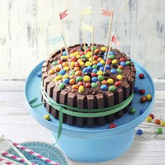 Kitkat cake (recipe in dutch) Baking Recipes, Cake Recipes, Dessert Recipes, Amish Recipes, Dutch Recipes, Mini Cakes, Cupcake Cakes, Pie Cake, Happy Foods