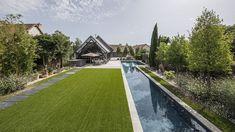 Le couloir de nage par l'esprit piscine –  22 x 4,5/2,25 m. Fond plat de 1,50 m et 1,10 m. Escalier d'angle. Photo Fred Pieau