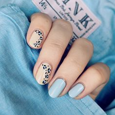Amazing blue leopard print nails on nude nails with two pastel blue nails Cute Spring Nails, Spring Nail Colors, Nail Designs Spring, Nail Art Designs, Nails Design, Summer Nails, Stylish Nails, Trendy Nails, Ballerina Acrylic Nails